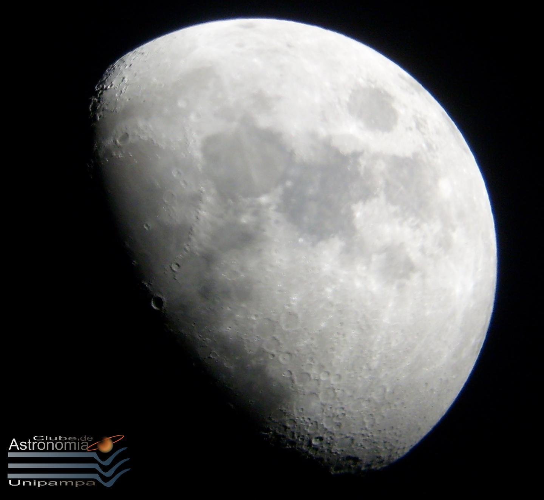 Foto da Lua tirada através do telescópio UNIPAMPA01, em 12 de junho de 2008, Alegrete-RS. Autor: Wagner Reck.