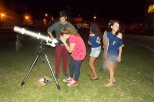Observação com Telescópio direcionado ao Planeta Saturno | Foto: Mára Soriano Trindade