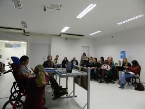 Demonstração do uso do software Boardmaker pelo instrutor Rafael da Lima de Silva