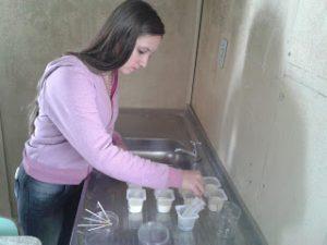 Verificação do pH das amostras de leite.