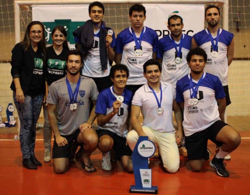 Voleibol masculino - campeão - Campus Uruguaiana